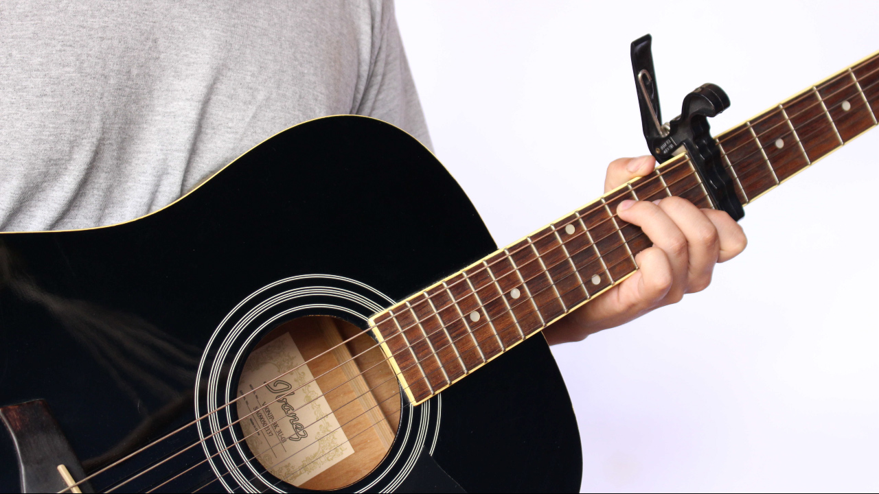Capo-a-Fret-on-an-Acoustic-Guitar-Step-1